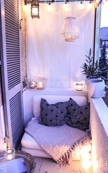 Balkon mit Lampen